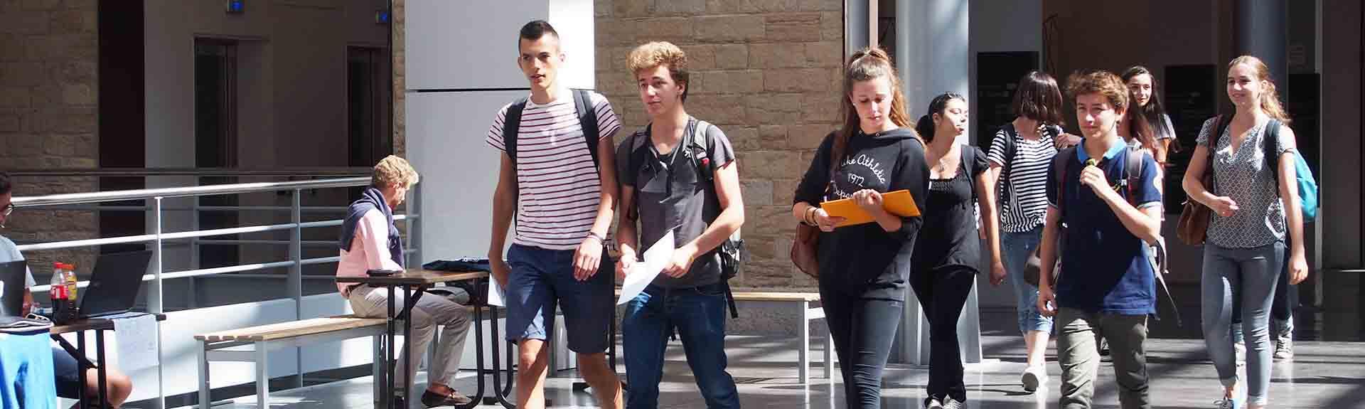 étudiants en sciences et biotechnologie à Lyon