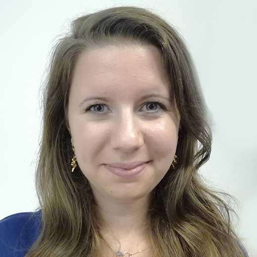 Anaïs KAWCZYNSKI parle de la formation Management des industries de santé et de biotechnologies